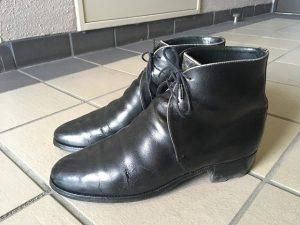 トリッカーズの革靴